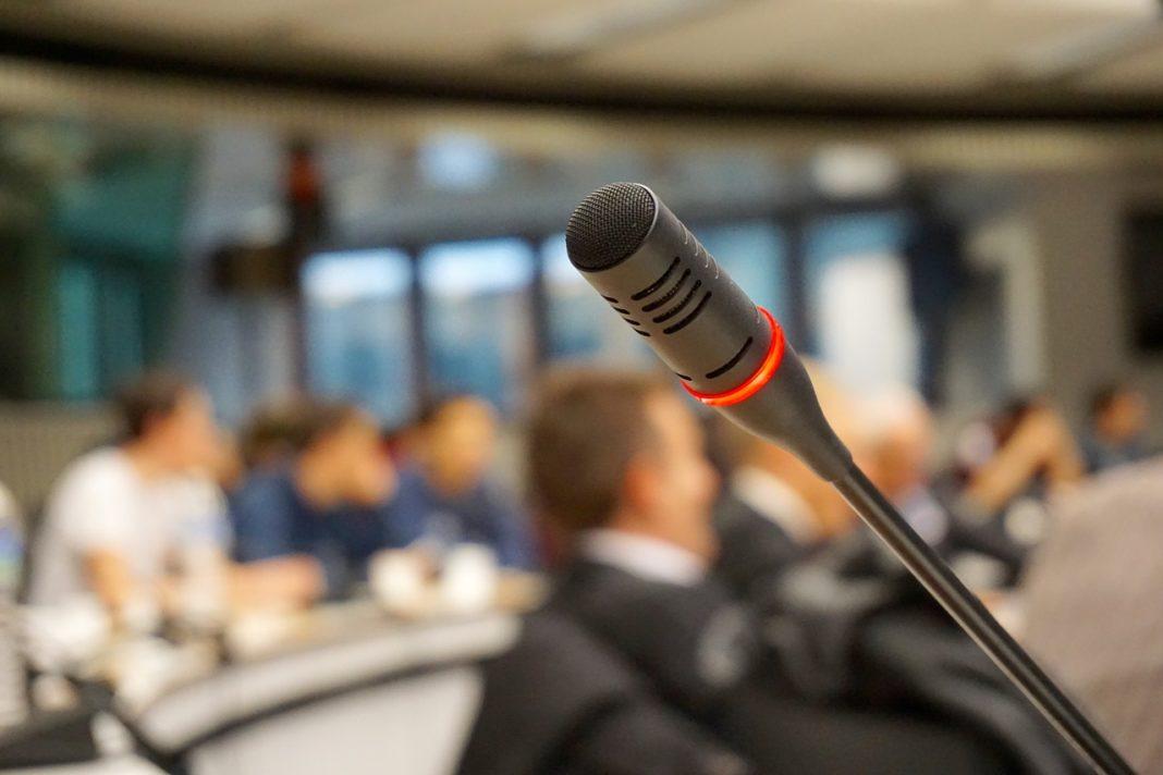 raadsvergadering microfoon