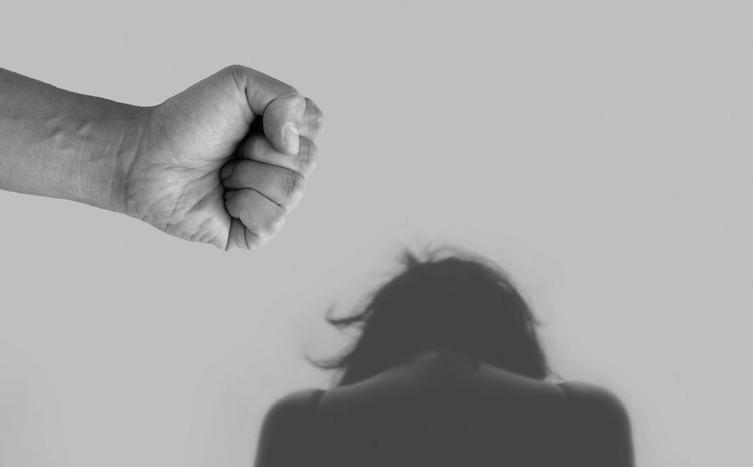 mishandeling vrouw vuist angst